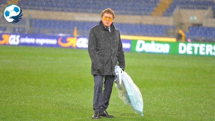 Maurizio Manzini sotto la pioggia