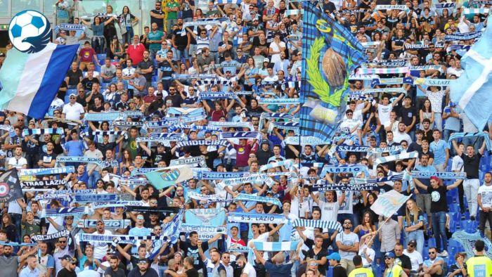 Tifosi laziali in trasferta per seguire la Lazio