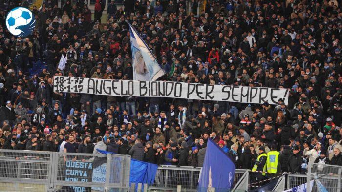 Striscione per Re Cecconi ex centrocampista della Lazio