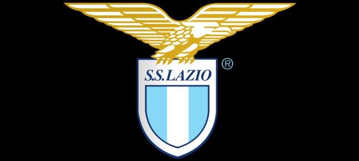 Lo stemma della Lazio su sfondo nero per i biancocelesti