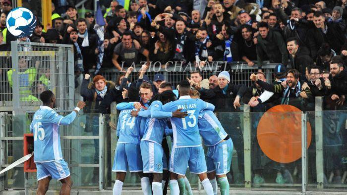 Esultanza Lazio sotto la Curva Nord