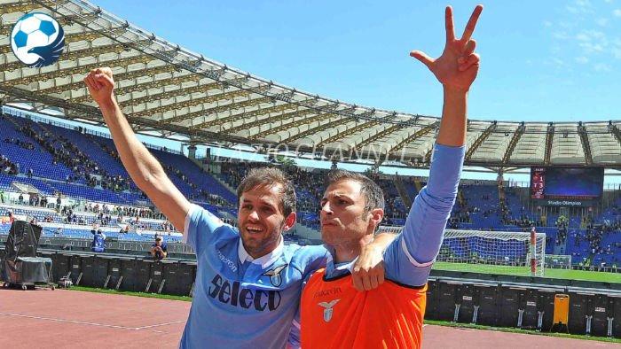 Radu e Lulic esultano per la vittoria del derby