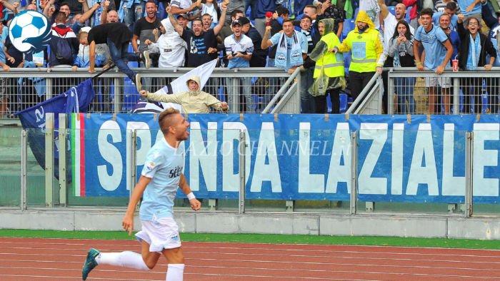 Ciro Immobile esulta sotto la Curva Nord a Lazio Milan