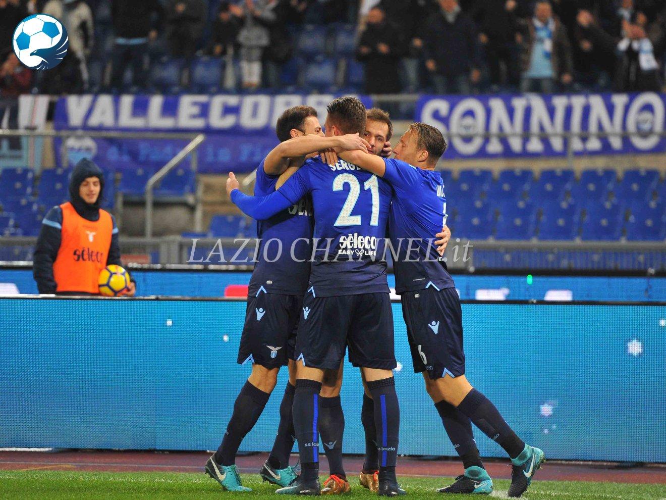 La Lazio esulta dopo il gol alla Fiorentina
