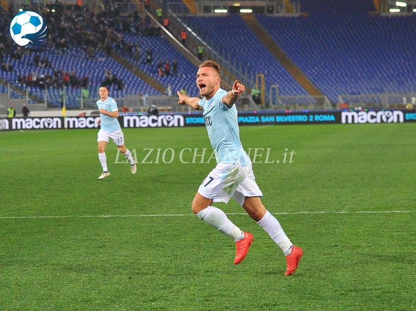 Ciro Immobile esulta dopo la doppietta a Lazio Verona