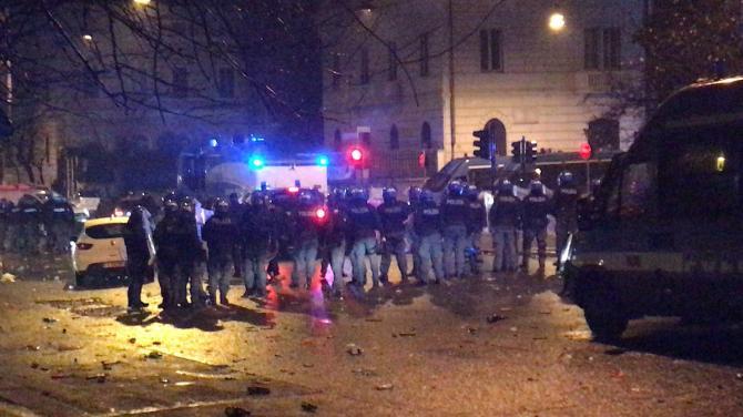 Celere, polizia: scontri piazza della libertà